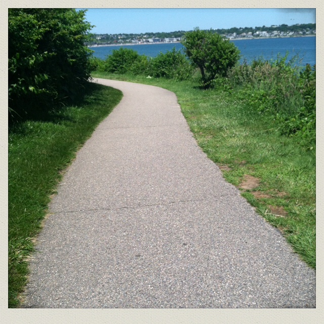 Newport-ri-cliff-walk-mansion-path
