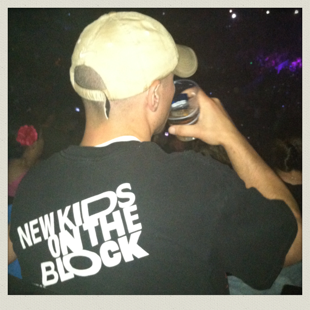 new-kids-on-the-block-concert-boston-garden-ma-guy-in-t-shirt
