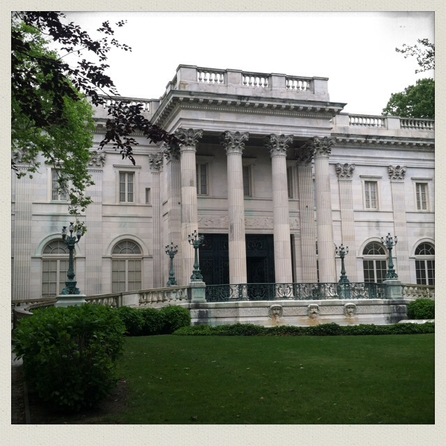 the-marble-house-newport-ri-mansion-bellevue-drive-outside