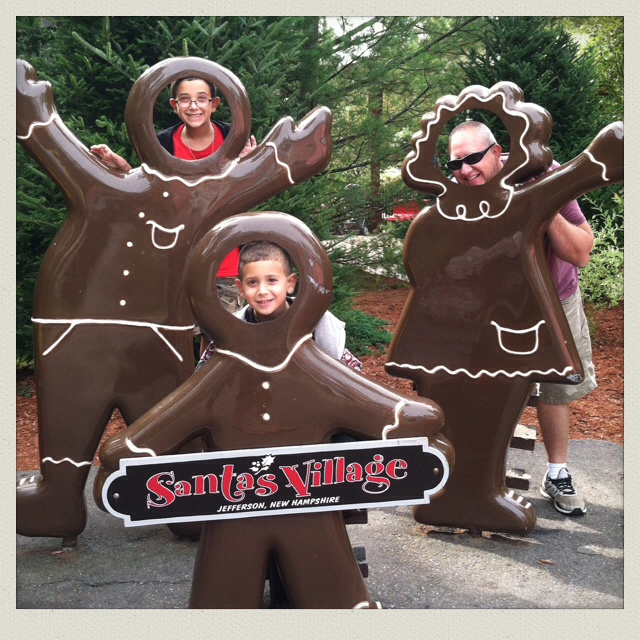 santas-village-park-jefferson-NH-New-Hampshire-gingerbread-guys