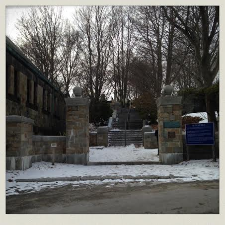 burial-hill-plymouth-ma-entrance