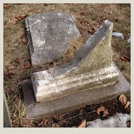 burial-hill-plymouth-ma-grave-broken