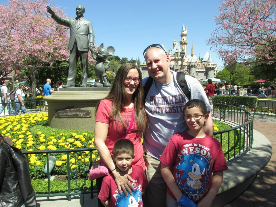 disneyland-california-family-castle