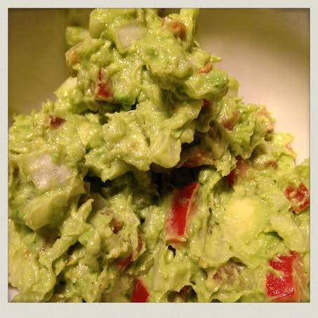 homemade-guacamole-ingredients-finished