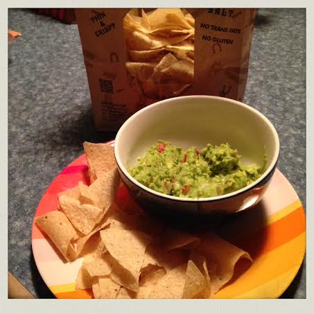 homemade-guacamole-ingredients-served