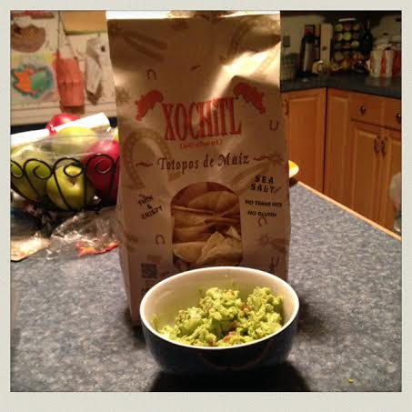 homemade-guacamole-with-chips