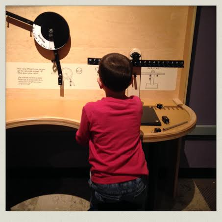 museum-of-science-boston-balance-experiment-n