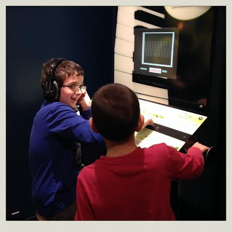 museum-of-science-boston-boys-sound-waves