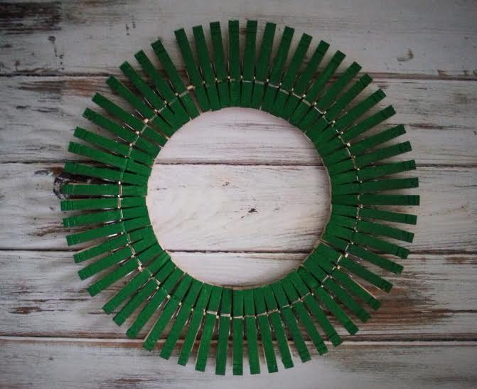 painted clothespin wreath3