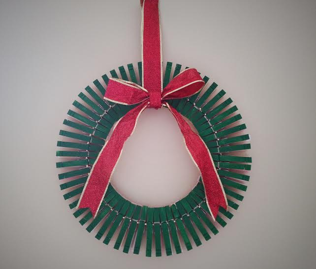 painted clothespin wreath4