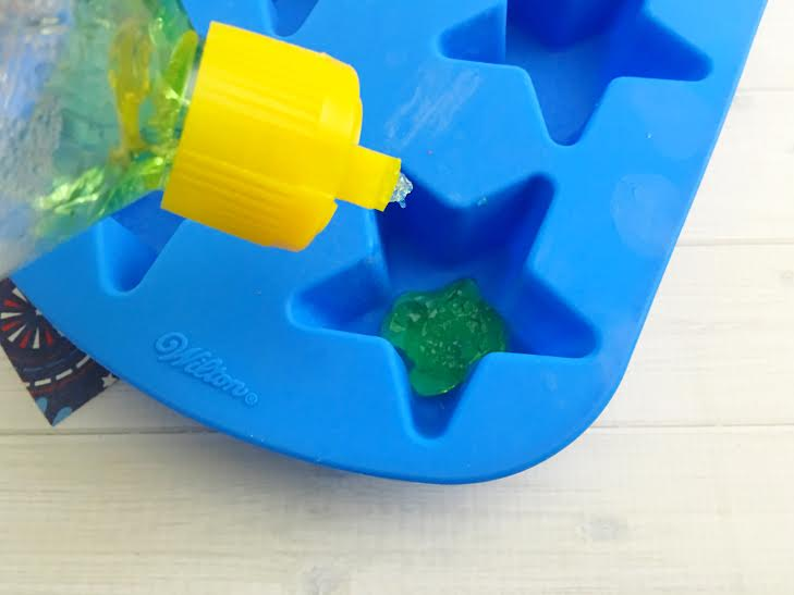 Homemade Aloe Ice Cubes For Soothing Sunburn Relief2