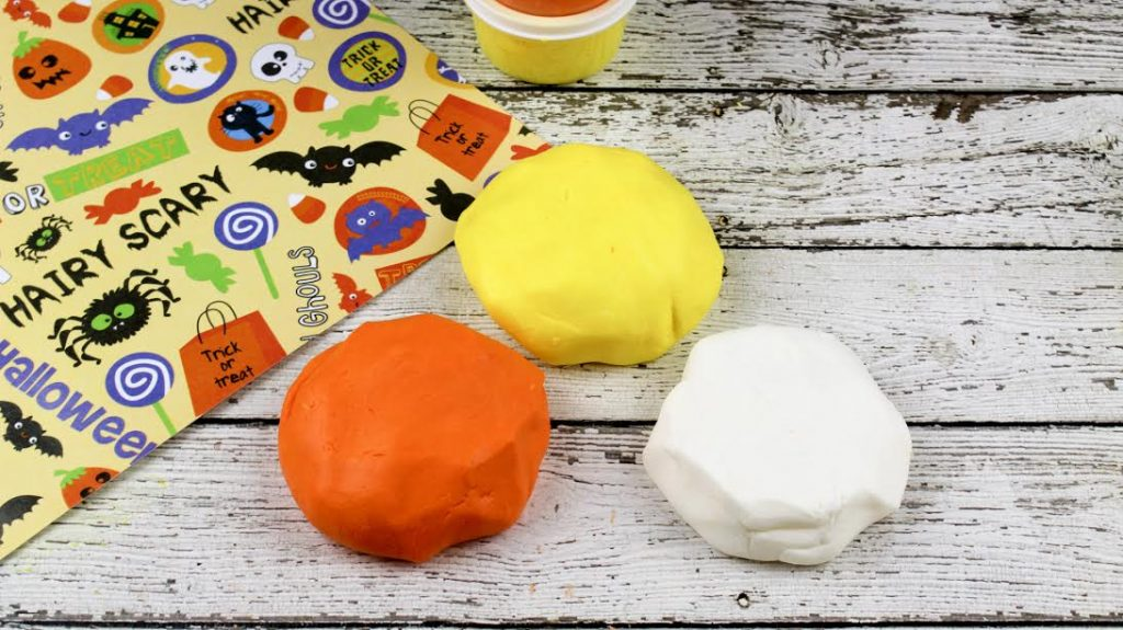 candy-corn-play-dough4