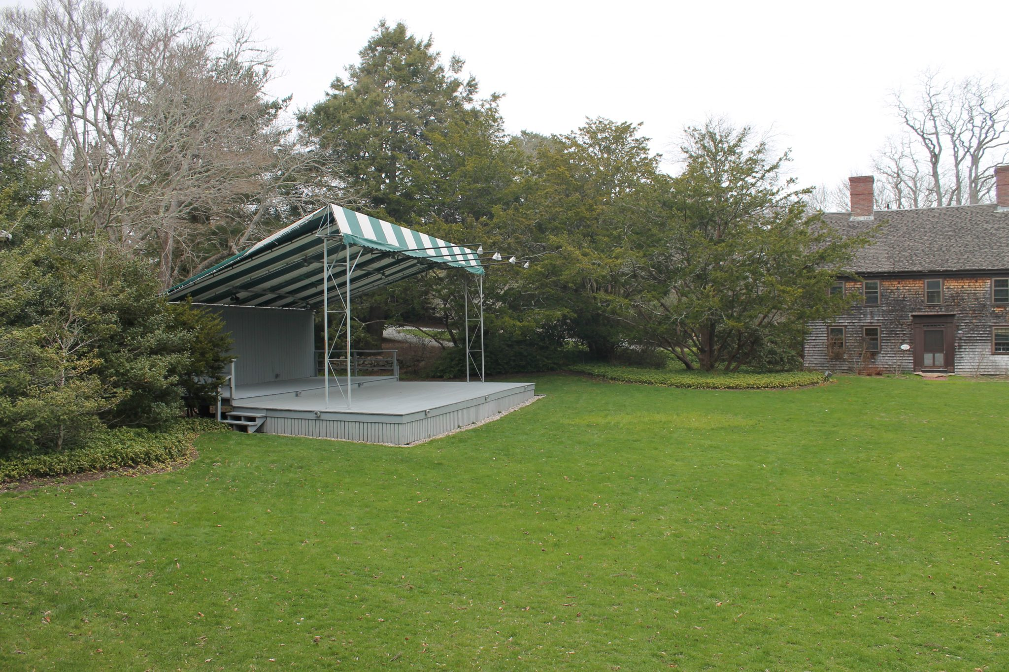 Picnic area and free children's concerts on Fridays