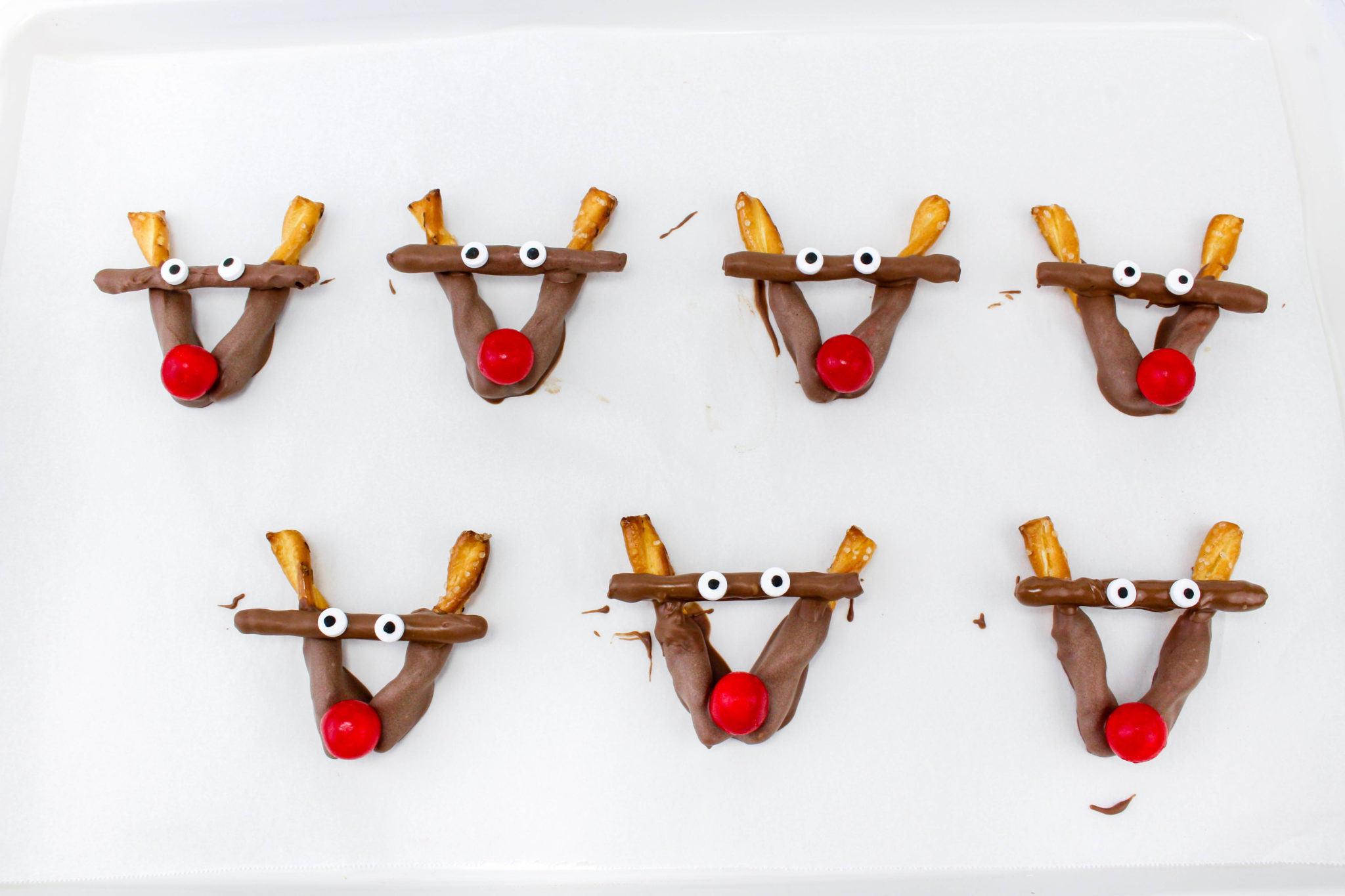 These Rudolph Pretzel Treats are honestly really easy to make, not to mention totally adorable. Impress your kids with this fun holiday snack today!