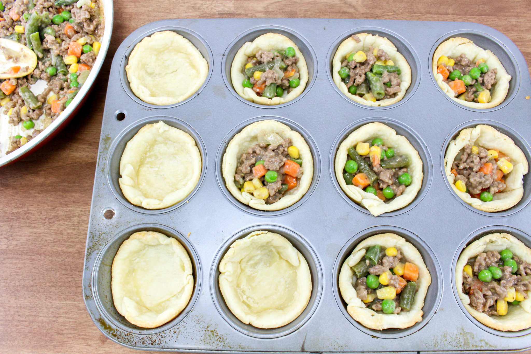 These Mini Shepherd's Pot Pies are a perfect winter meal! They are really easy to make, ready in 30 minutes or less and they will definitely fill your family's tummies.