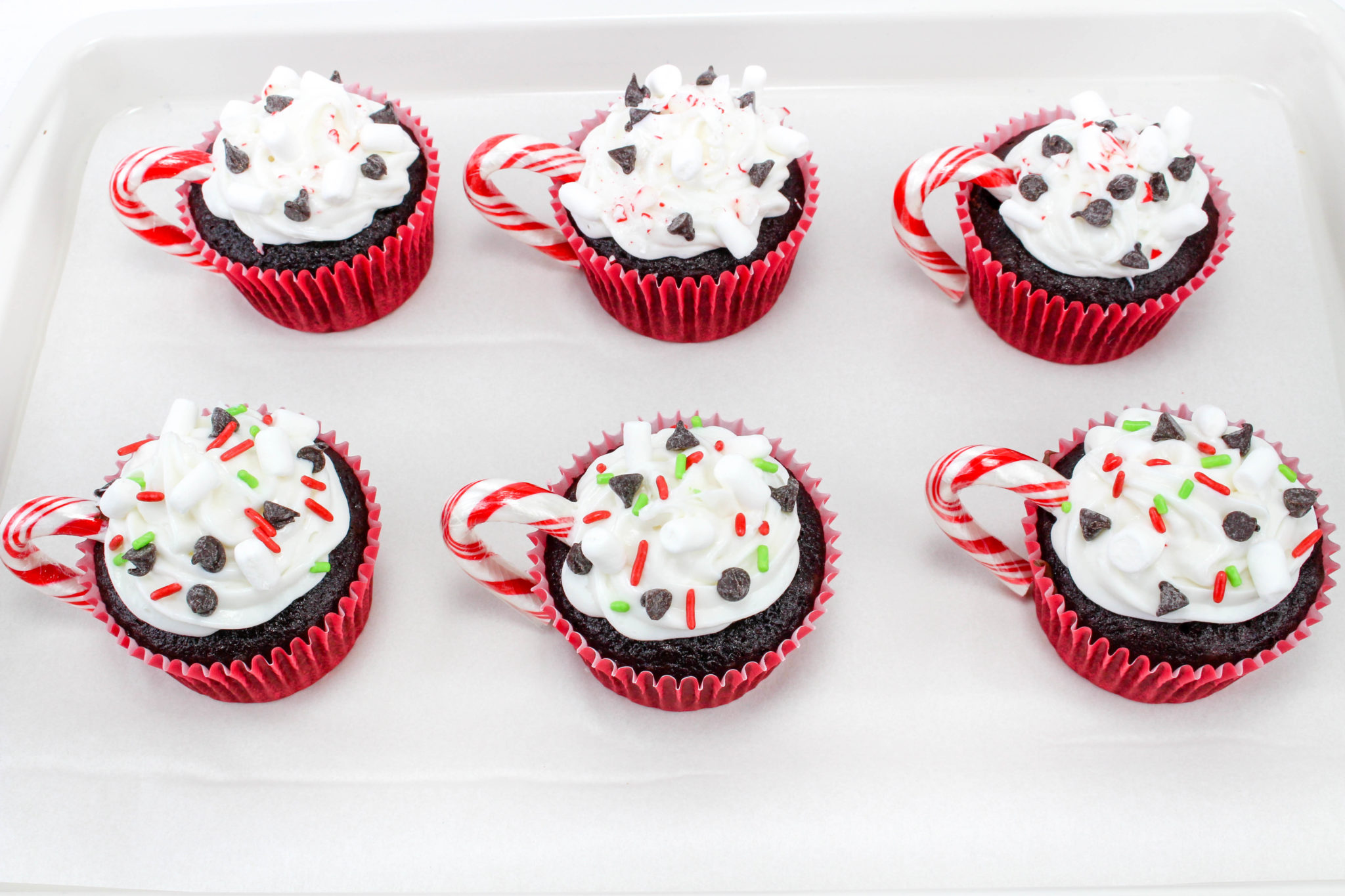 Wow your holiday guests with these Hot Chocolate Cupcakes! They are easy to make and will surely be everyone's favorite dessert at Christmas dinner!