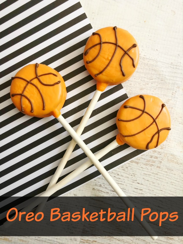 Do you love basketball? If the answer is yes, why not whip up some of these oreo basketball pops for an easy and fun treat to eat while you watch the game.