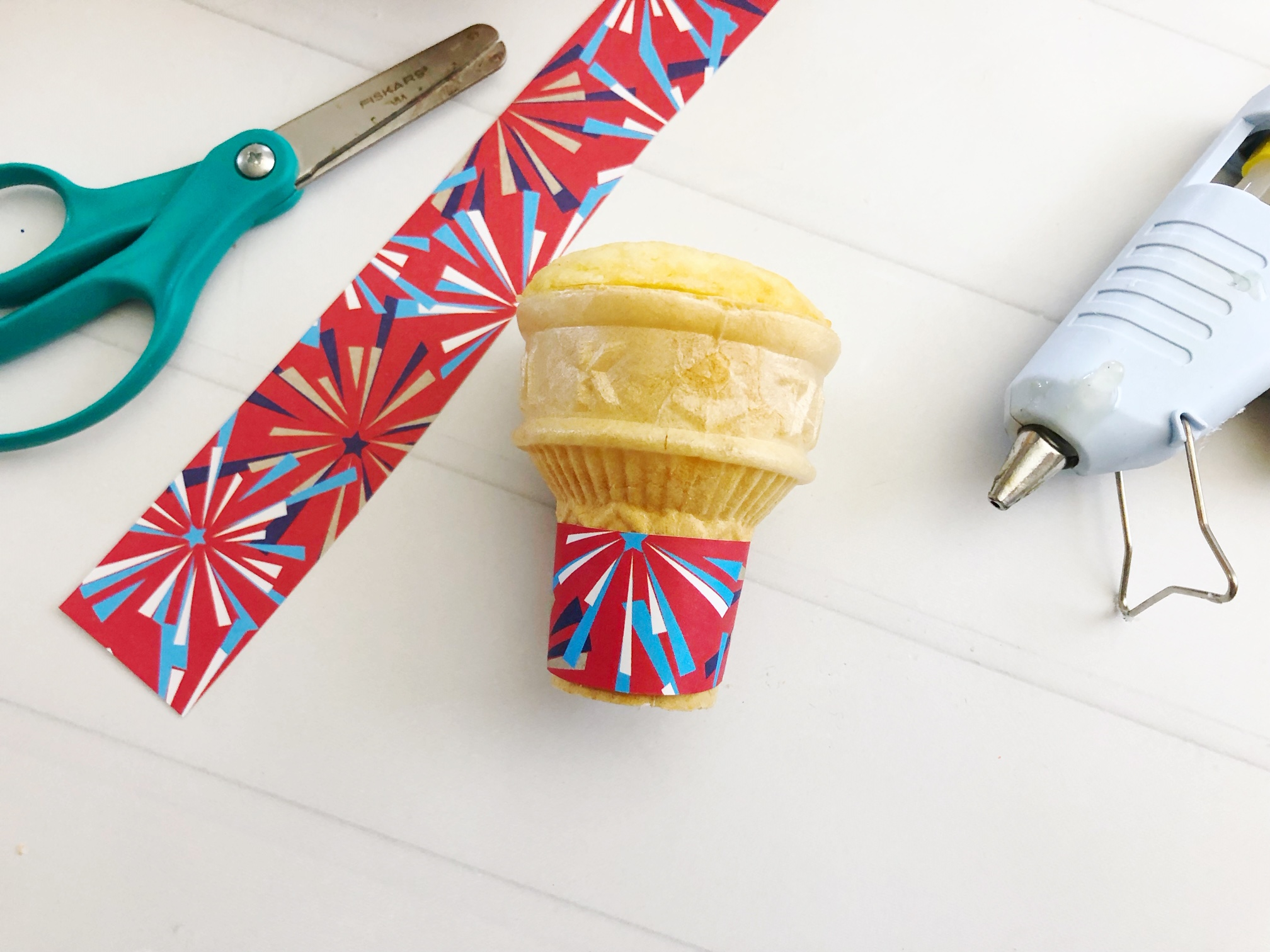 Make your Memorial Day or 4th of July celebrations extra fun with these Patriotic Ice Cream Cone Cupcakes! They're easy to make and will be a huge hit!
