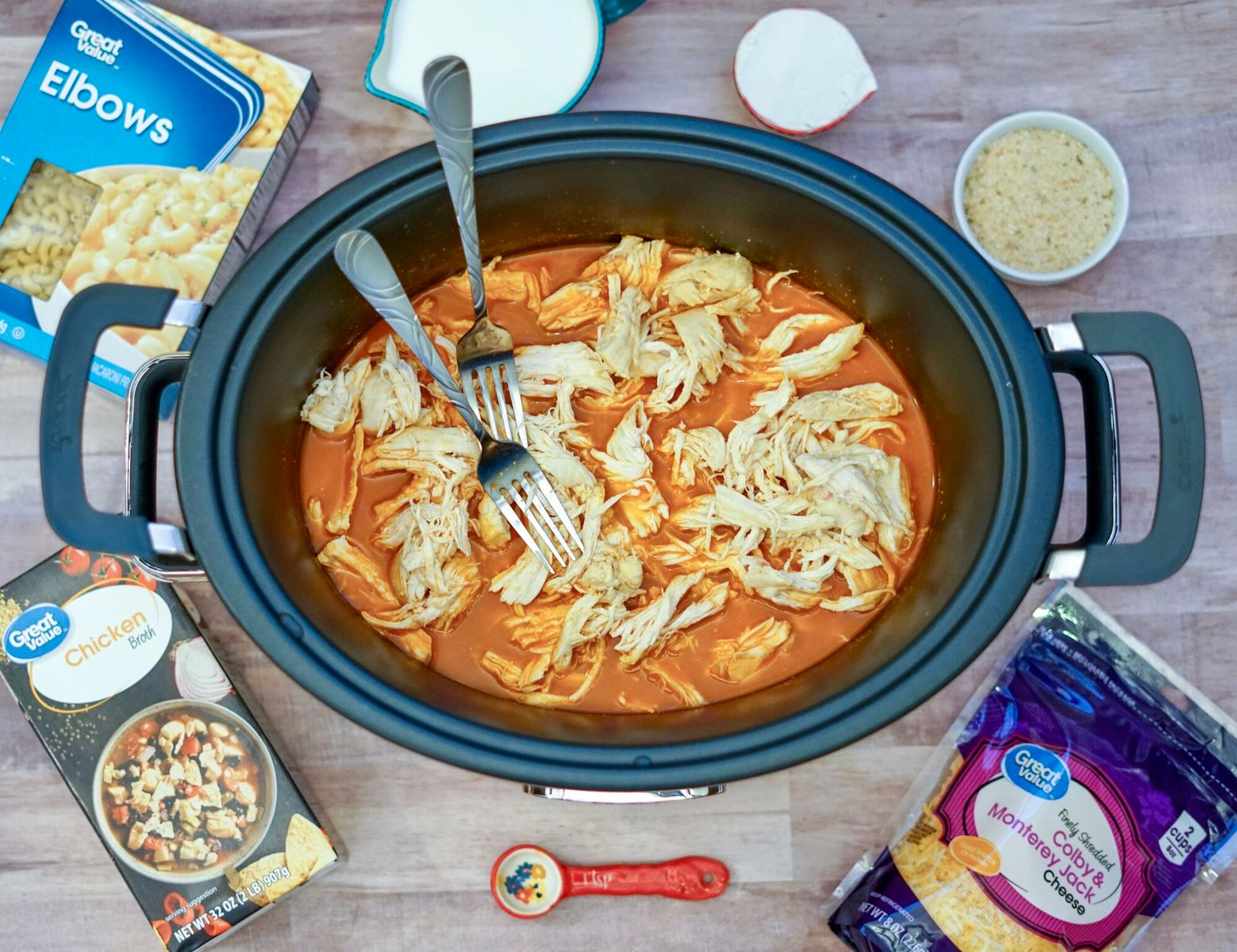 This Slow Cooker Buffalo Mac & Cheese recipe is the perfect addition to your game day menu! It's delicious, easy to make and will surely be a big hit!