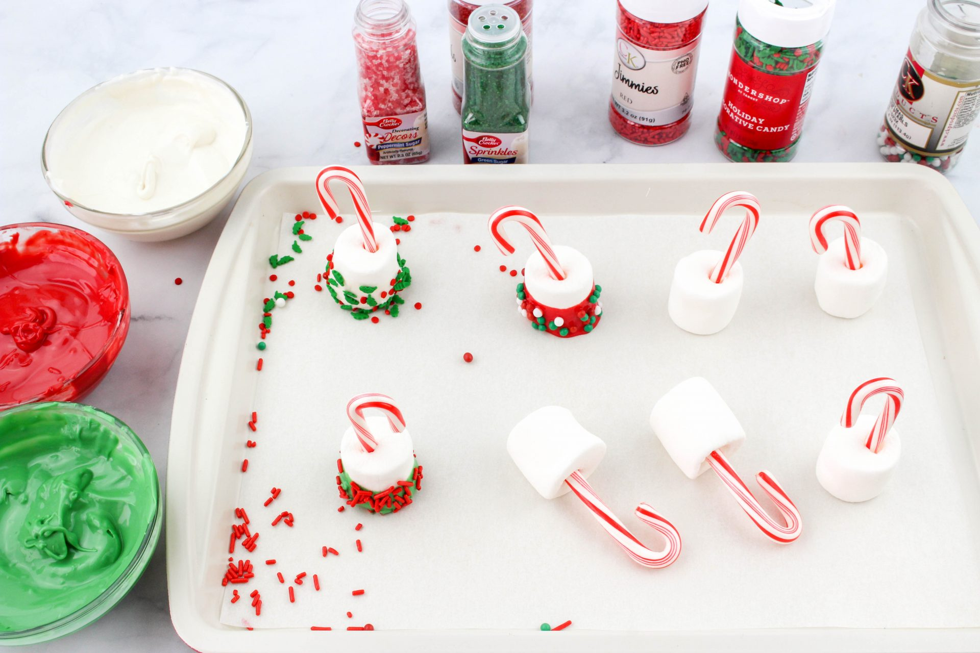 These Candy Cane Hot Chocolate Dippers are a simple and fun treat.  Ready in just minutes, this easy recipe will brighten up your favorite hot chocolate drink.
