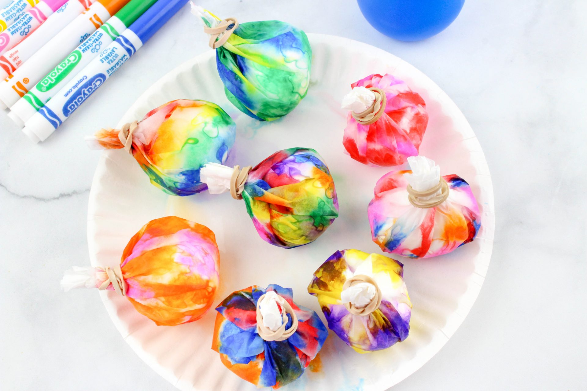 This is an easy and fun way for the kids to dye Easter eggs. As an added bonus, it makes much less of a mess than other ways to dye Easter eggs!